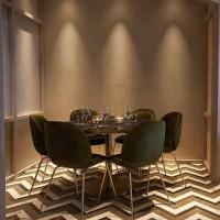 Our lime-based Marmorin Sand finish sitting pretty in the newly refurbished Cinnamon Kitchen ???? #viero #vierouk #restaurantdesign #restaurantinterior #luxuryinteriors #indian #asian #cuisine #diningtable #oxford #interiordesign #plasterfinish #surfacedesign #polishedplaster #floortiles