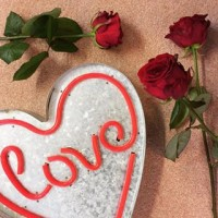 Just about still time to get down to @loveflowers_florist - don't forget! ?? #valentines #valentinesday #love #14thfeb #flowers #redroses #gifts #localbusiness #collaboration #hertford