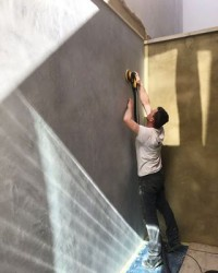 Good of the sun to stick around for our external project last week -applying our versatile Hydro finish on a residential property in West London #viero #vierouk #externalwalls #architecture #surfacefinish #surfacedesign #polishedplaster #hydro #texturedwalls #interiordesign #exteriordesign #lightandshade #texture #shadows #luxuryexteriors