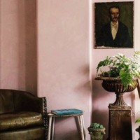 Loving these pink plaster walls @devolkitchens! #regram #interiorinspiration #interiordesign #pinkinteriors #showroom #polishedplaster #plasterfinish #pinkwalls #bespokeinteriors #luxuryinteriors