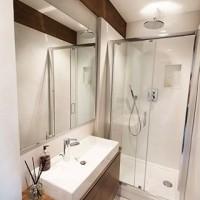 Looking for a chic alternative to tiles? Our Hydro plaster finish looks right at home here at Silver House #viero #vierouk #luxuryinteriors #awardwinninginteriors #bespokedesign #interiordesign #bathroom #renovation #plasterfinish #surfacedesign #concreteinteriors