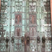 We loved these amazing doors at the Amalfi Cathedral on a recent visit to Italy ????????. . . #Cathedral #Amalfi #Amalficoast #Italy #architecture #design #interiordesign #religion #inspiration #vacation #tourist #Italiandesign
